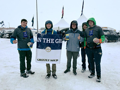 volunteers collecting food for can the griz